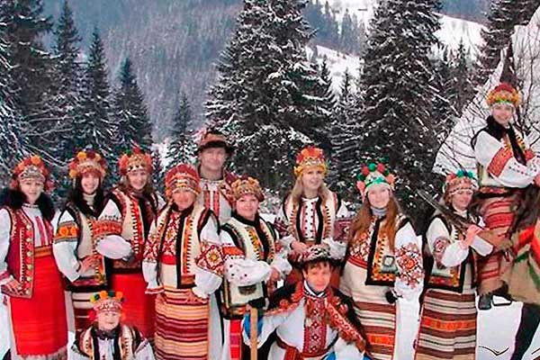 Картинки по запросу гуцульские танцы зимой